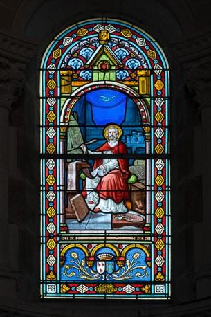 Rénovation de vitraux en Vendée.